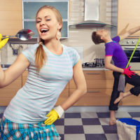 Как заставить сделать уборку в квартире?