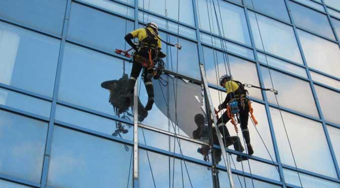 Профессиональная уборка фасадов
